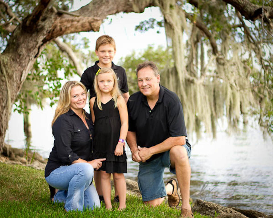 Family portrait posing tips for Family of 4 picture ideas